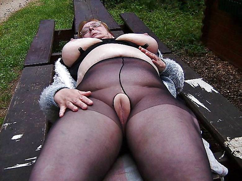 Chubby women pics in garters