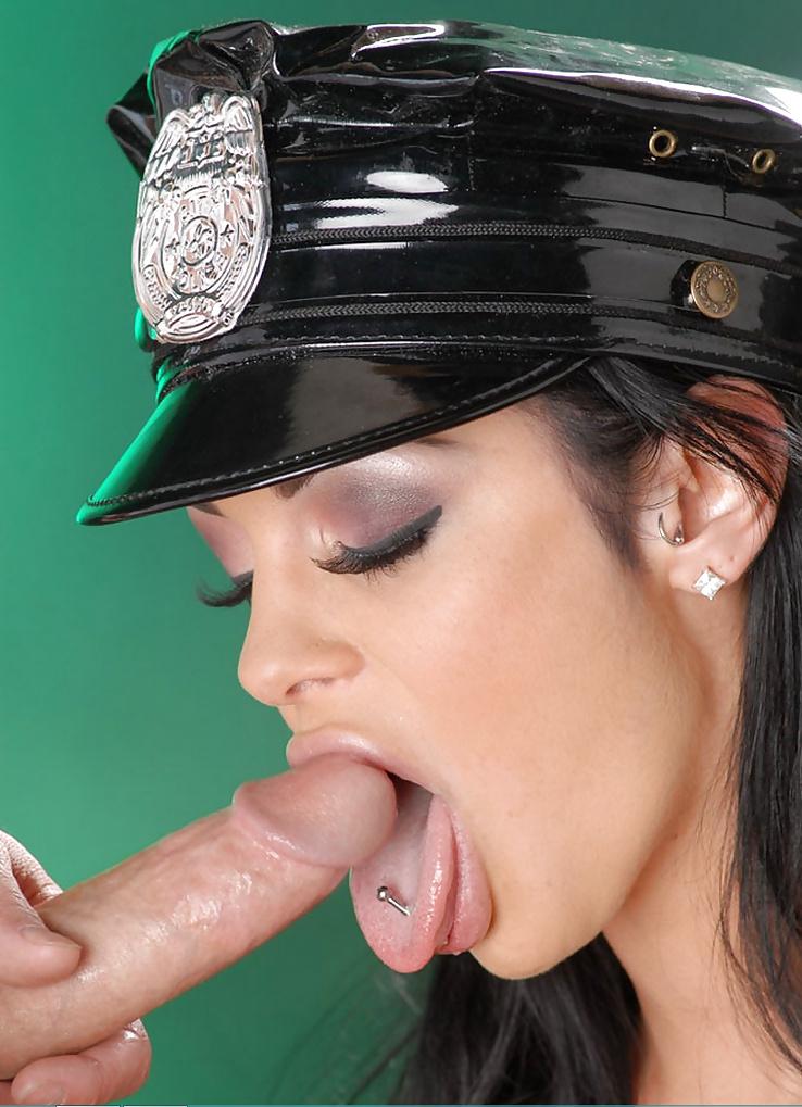 sdelala-minet-politseyskomu