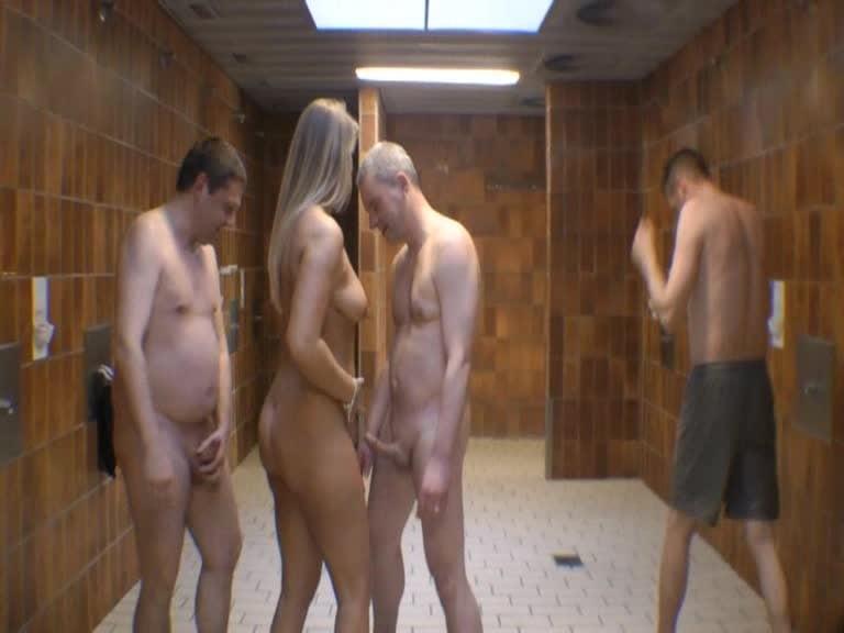 Schwimmbad nackt bilder im Nackt im