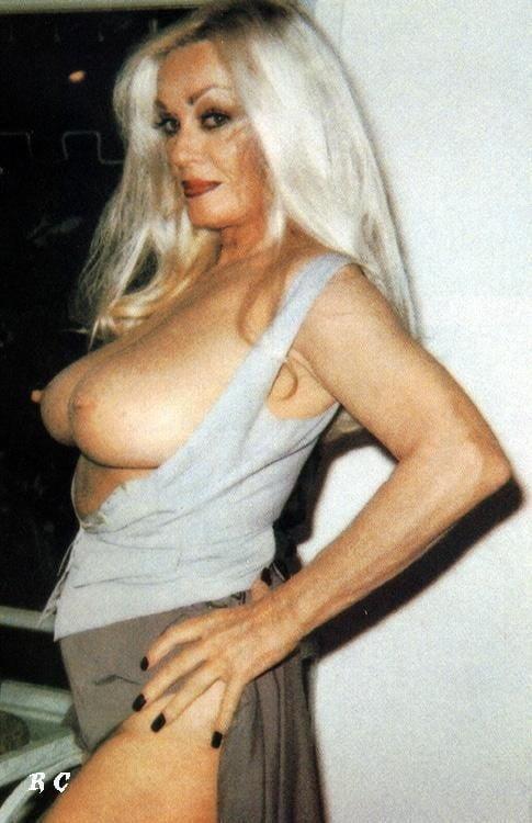Photos doren nude mamie van