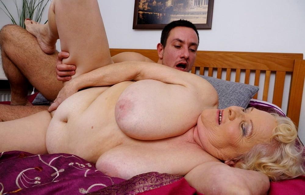 seks-pishnie-starushki