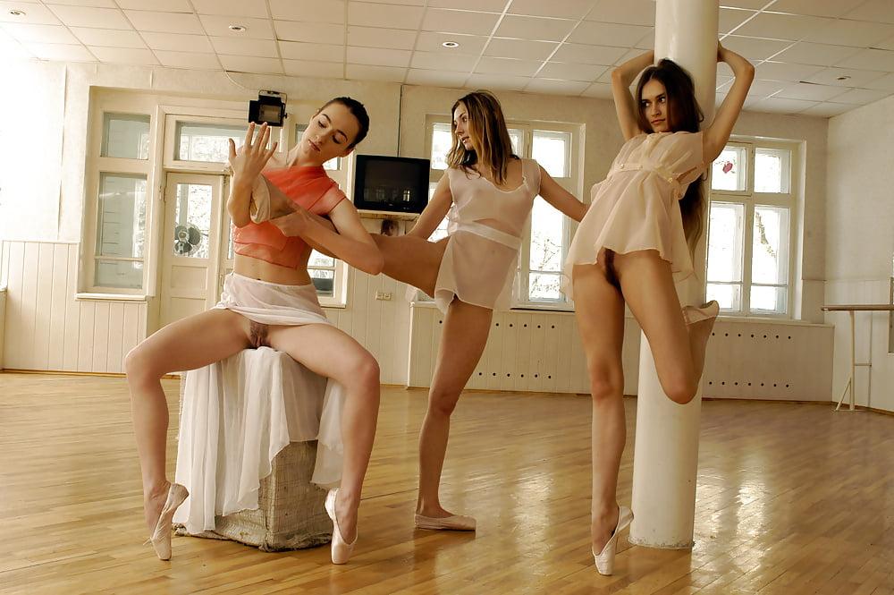 Naked Amateur Dances Solo