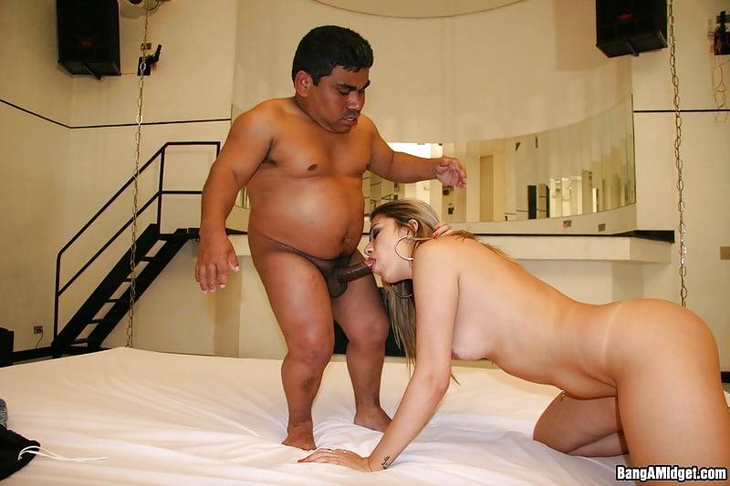 Midget girl porn pics