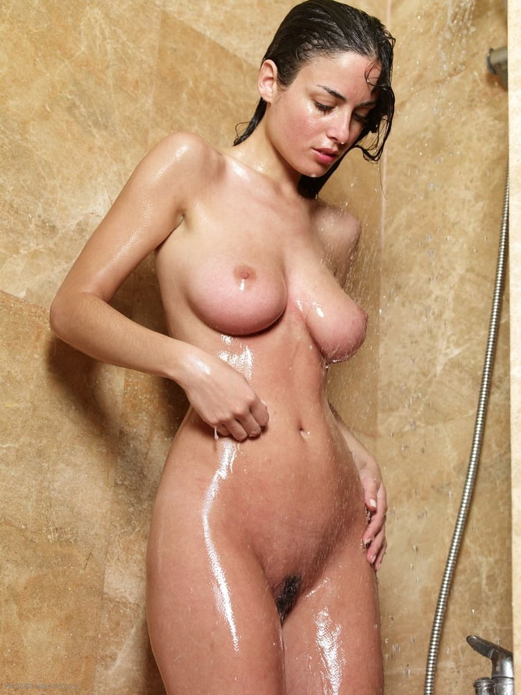 shower-nude-photos