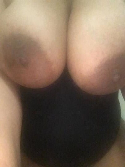 Big Titty Redbone- 36 Pics