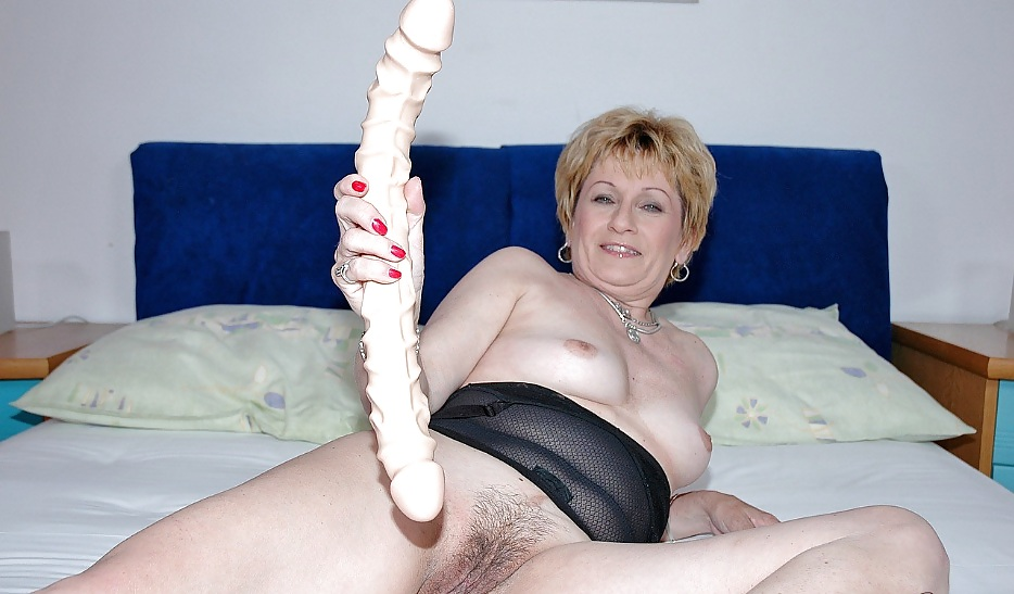 Granny aged schoolgirl milf small dildo strong breasty free porn