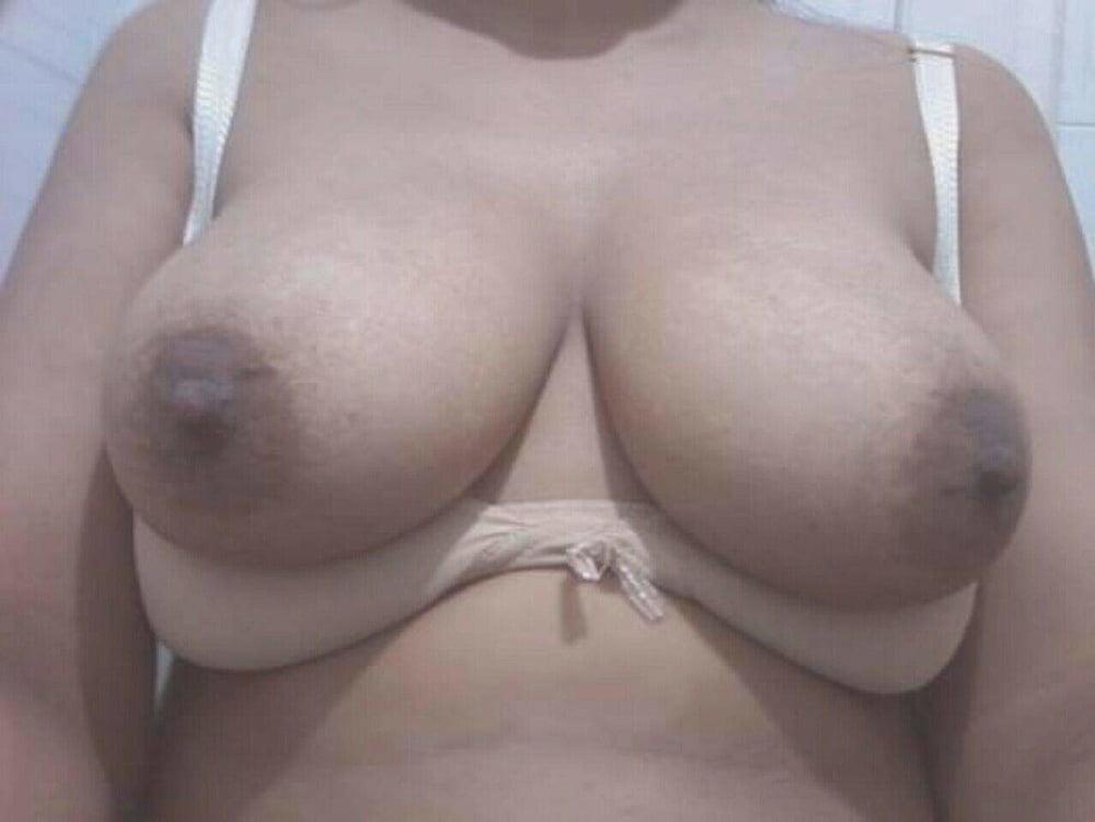 Sexy Muslima boobs n pussy - 13 Pics