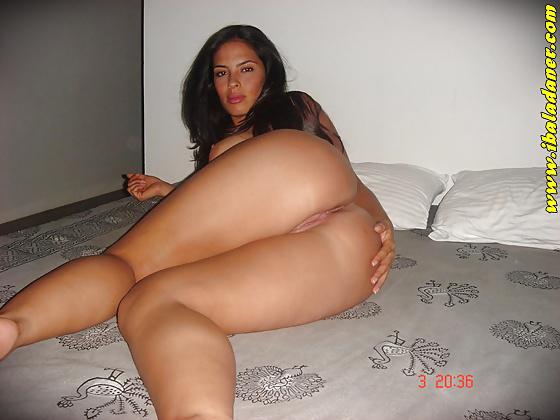 Corra exibe sua linda buceta peluda na webcam - 1 part 5