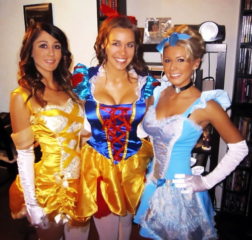 Costumes and uniforms - 23 Pics