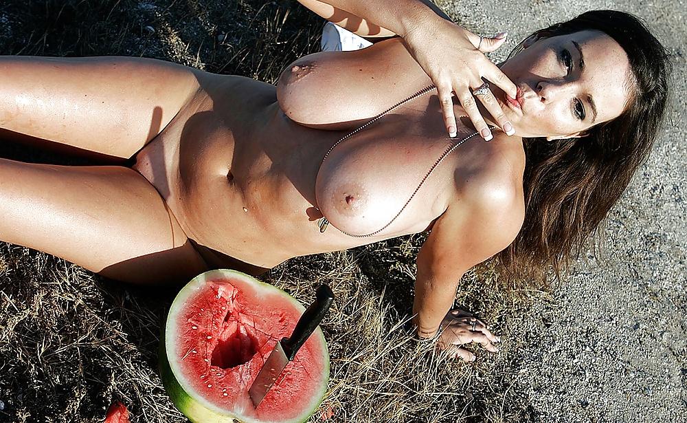 видео секс с огромнейшими арбузиками - 13