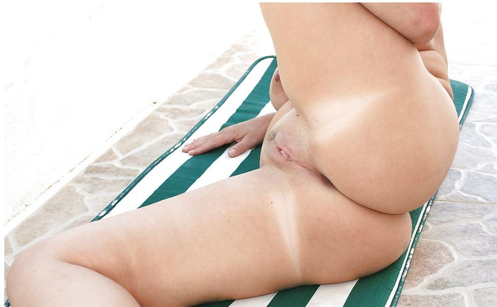 Busty mature women nude