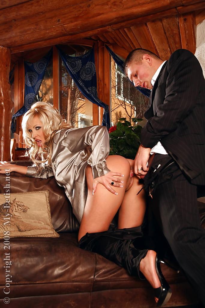 Порно онлайн гувернантка с хозяином секс блондинок раздвинутыми ногами