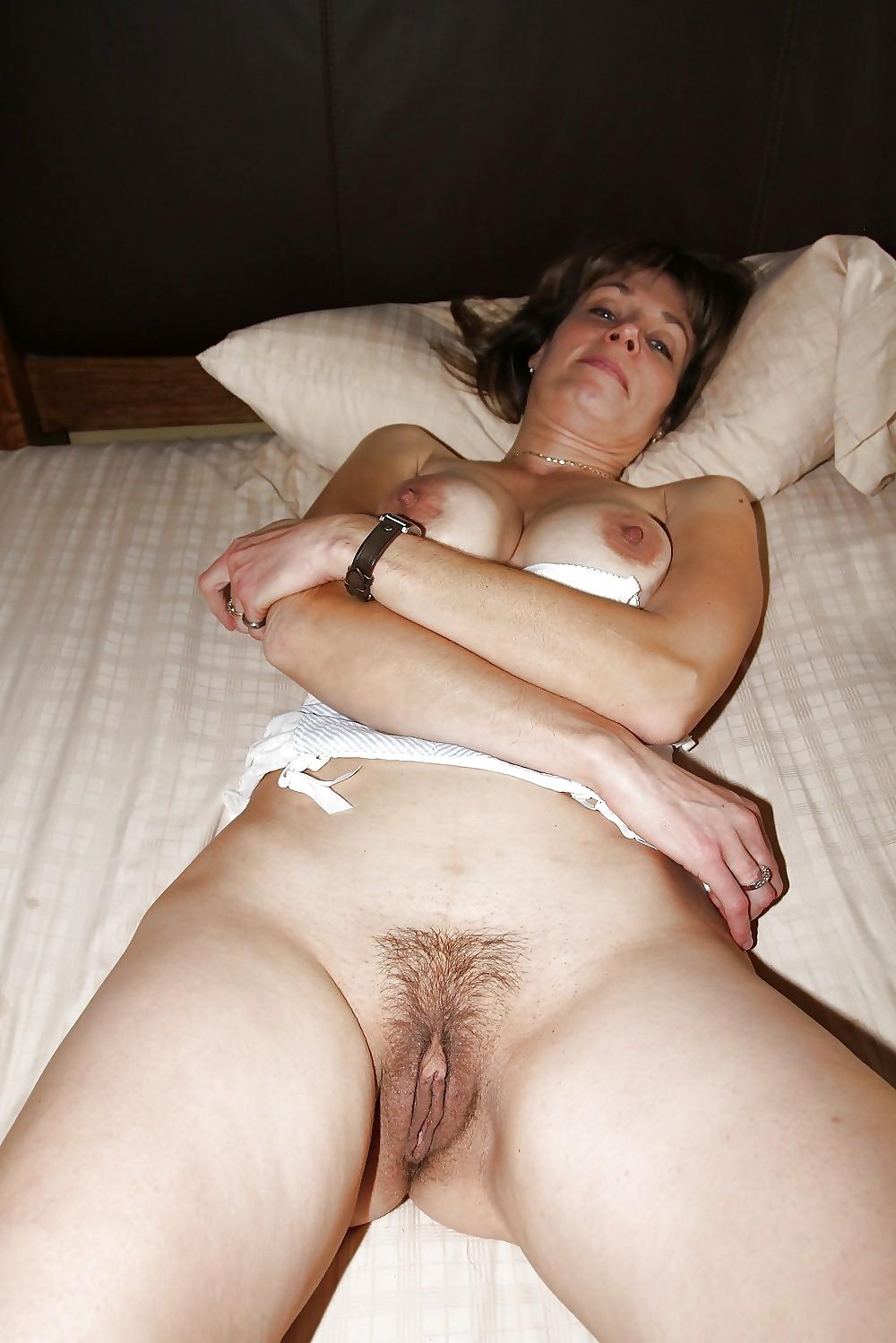 Пизда зрелой жены после ебли фото полуобнаженной грудью видео