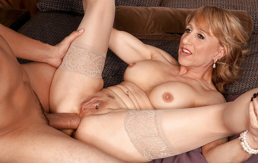 Mature Connie Hardcore Gran Perfectgirls 1