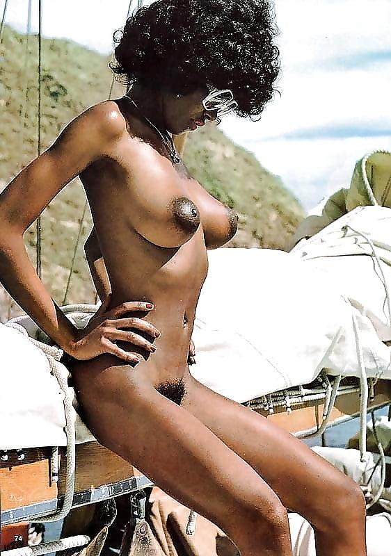 retro-black-woman-naked