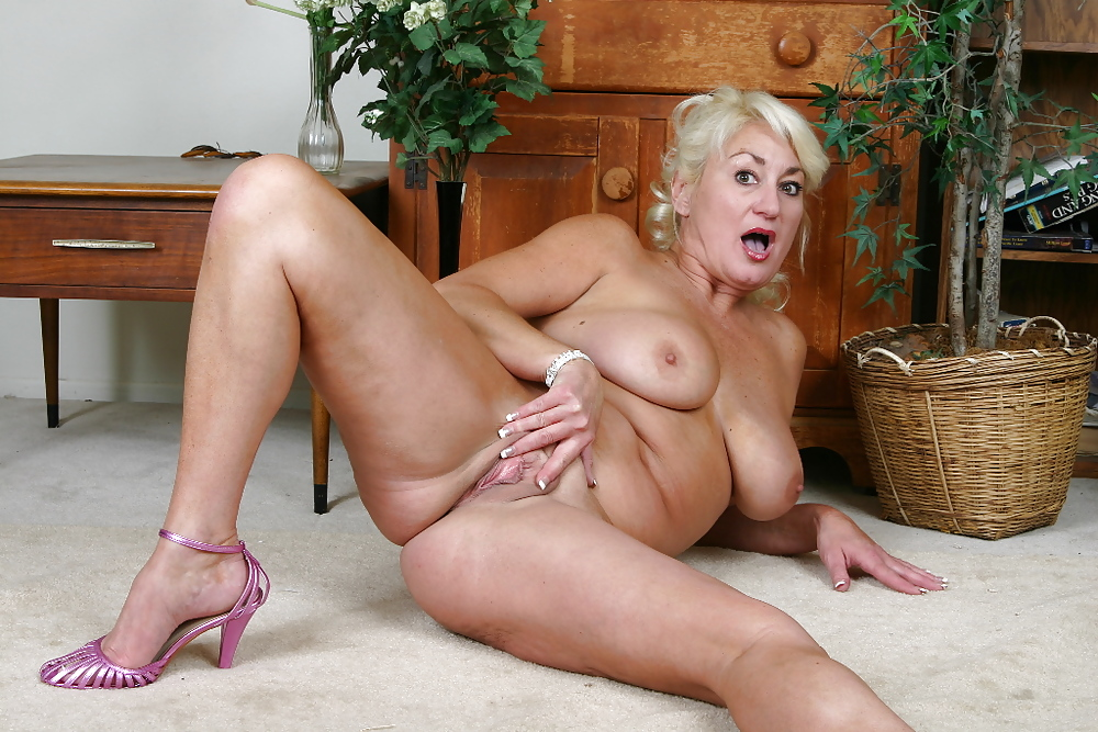 Mature Woman Erotic Photos