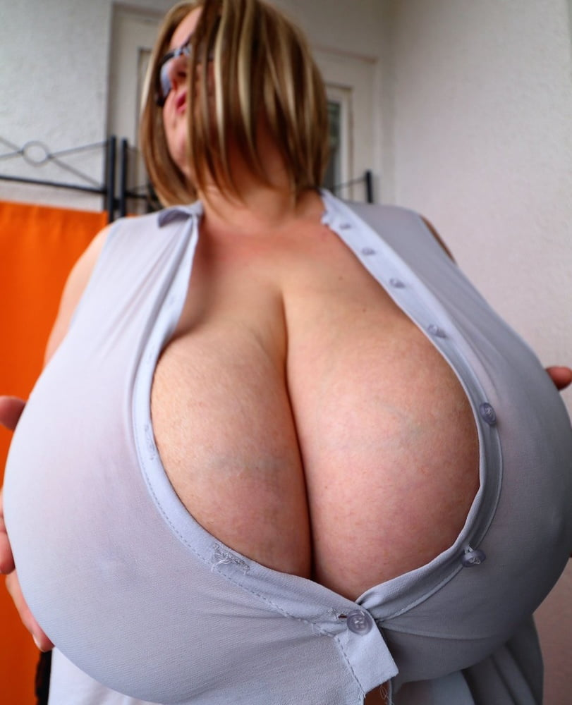 Huge tits Maja Magic- 12 Pics