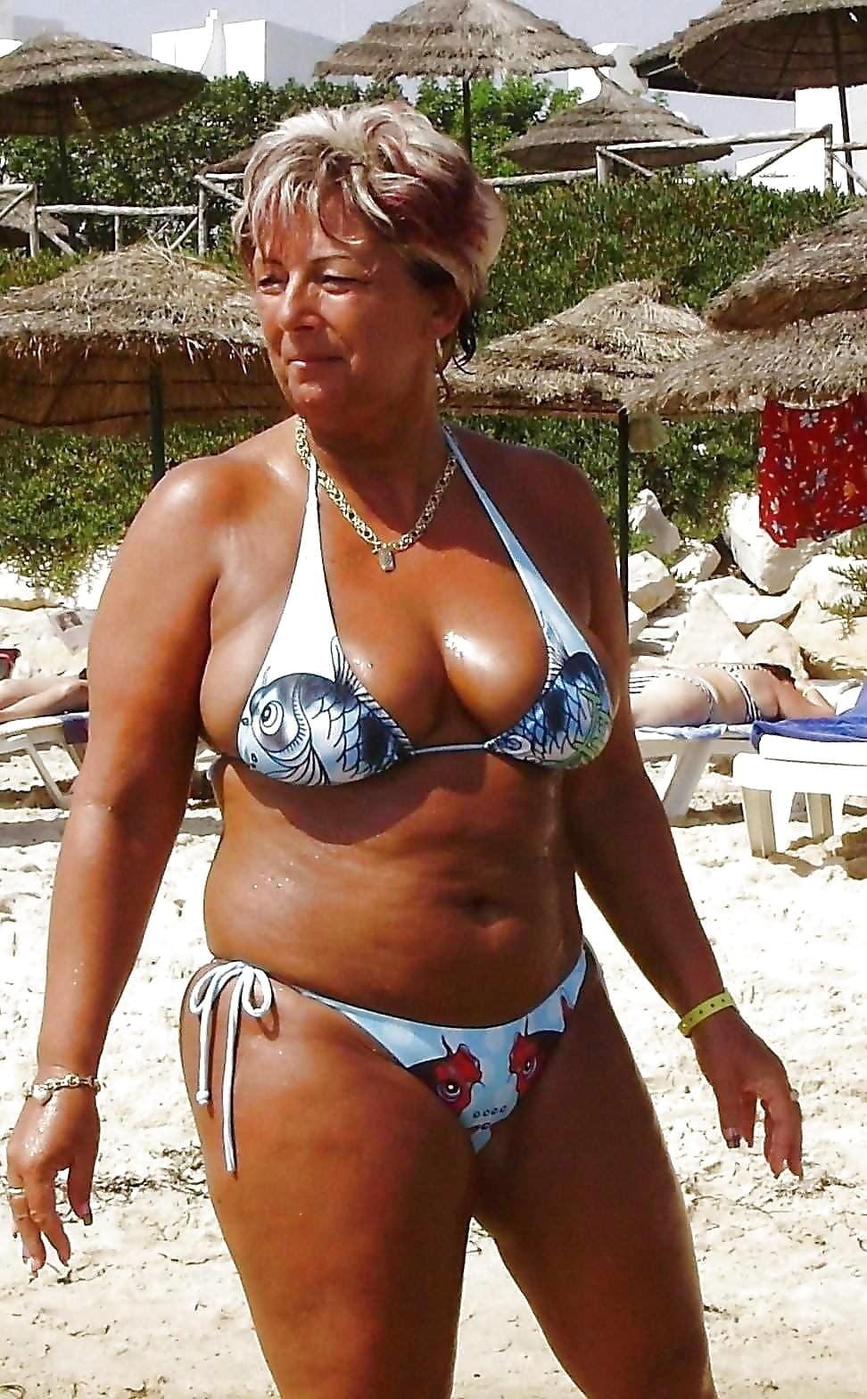 Grannies in sexy bikini 10