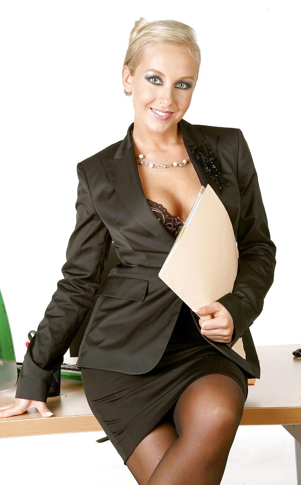 Трахают фото эротика бизнес леди