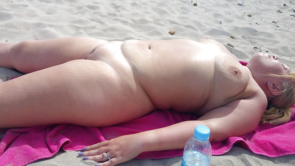 Chubby mom at beach nude — pic 14