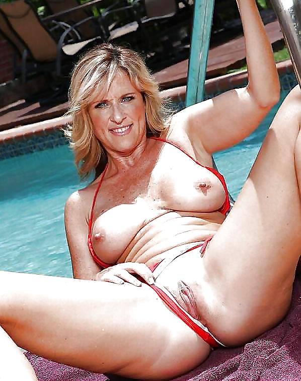 Порно сайты бикини зрелые дамы красивые киски