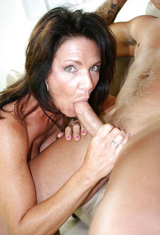 Шикарная мамочка сосет, порно фото голая эвелина бледанс с сексуальной киской крупный план