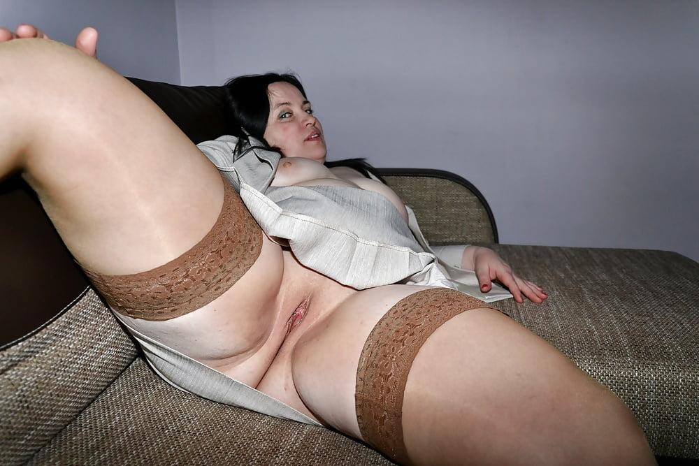 фото толстая девушка одела трусики в сторонку и показала пизду будет узнать