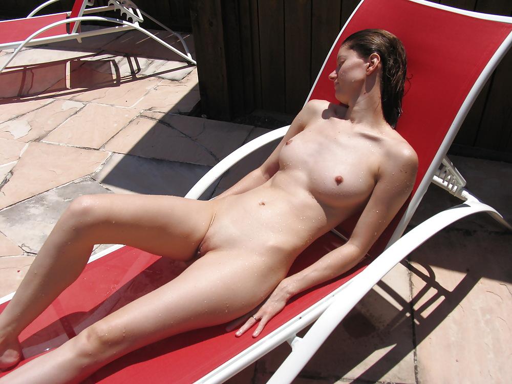 Nudity surfing in the englischer garten