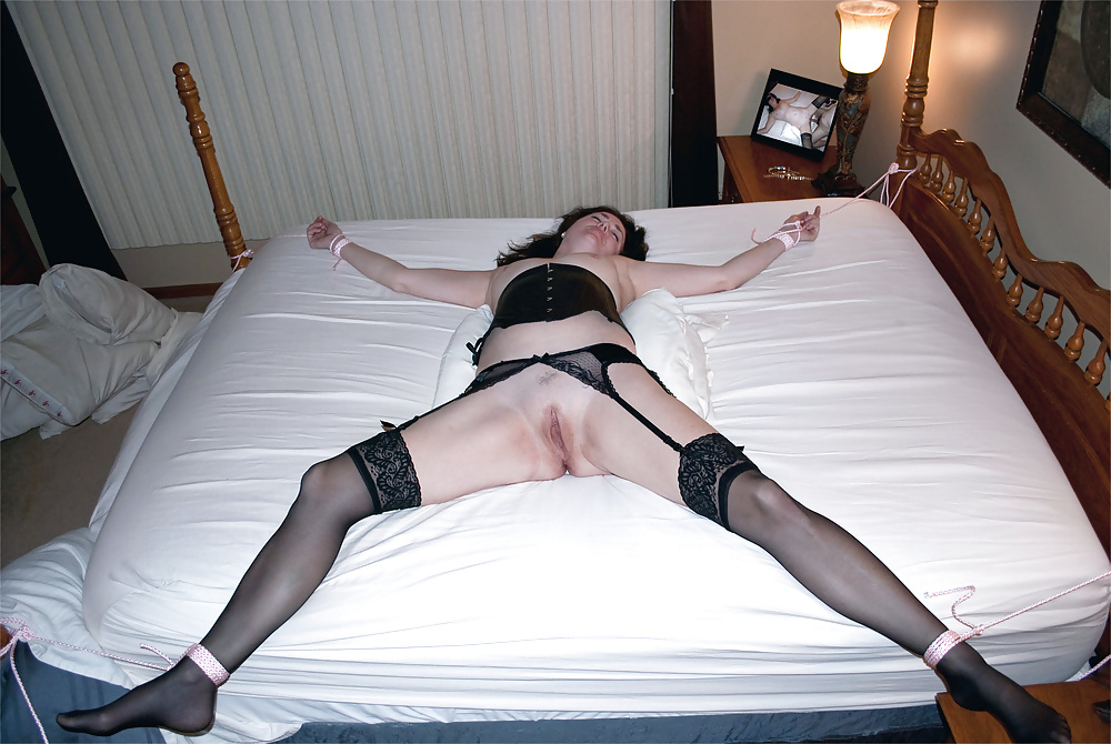 women-chained-to-bed-for-sex