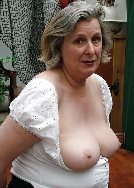 Праздник порно старая в лифчике ебут