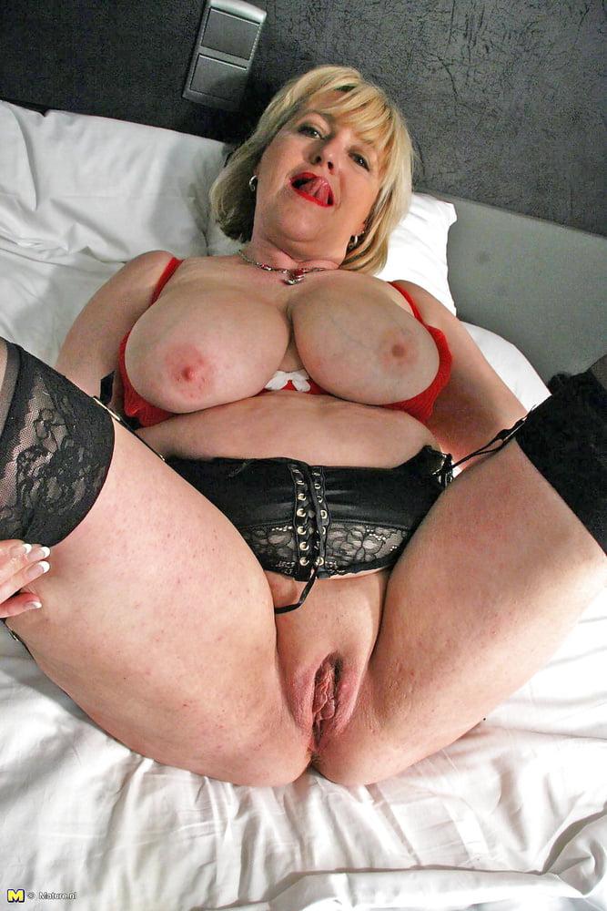 Milf young lesbian