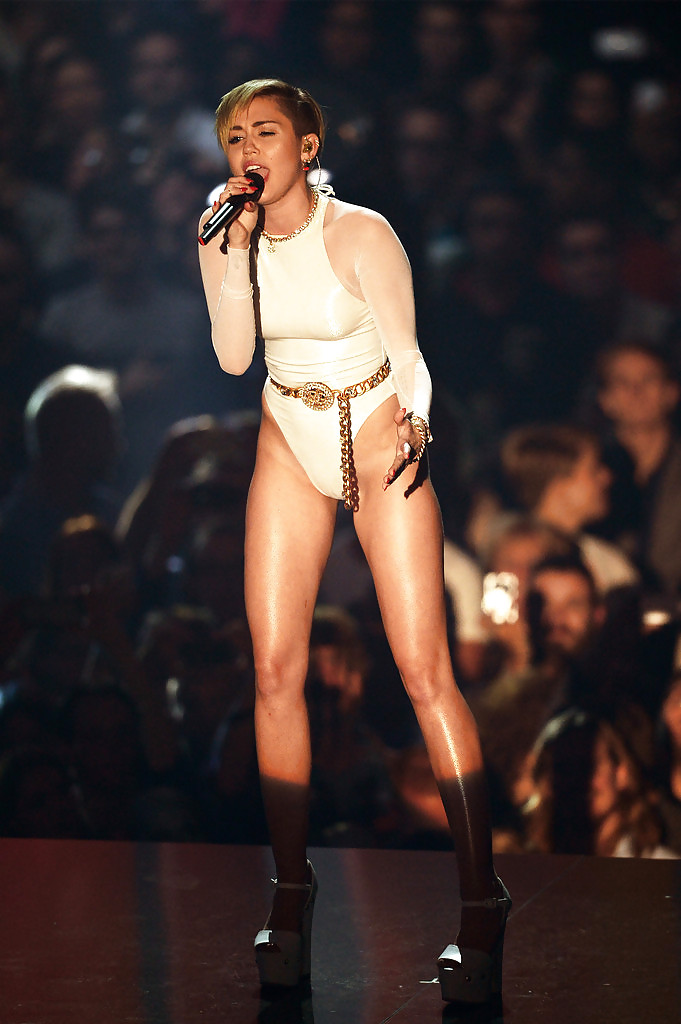 Miley Cyrus Upskirt Picture Leaked By Perez Hilton