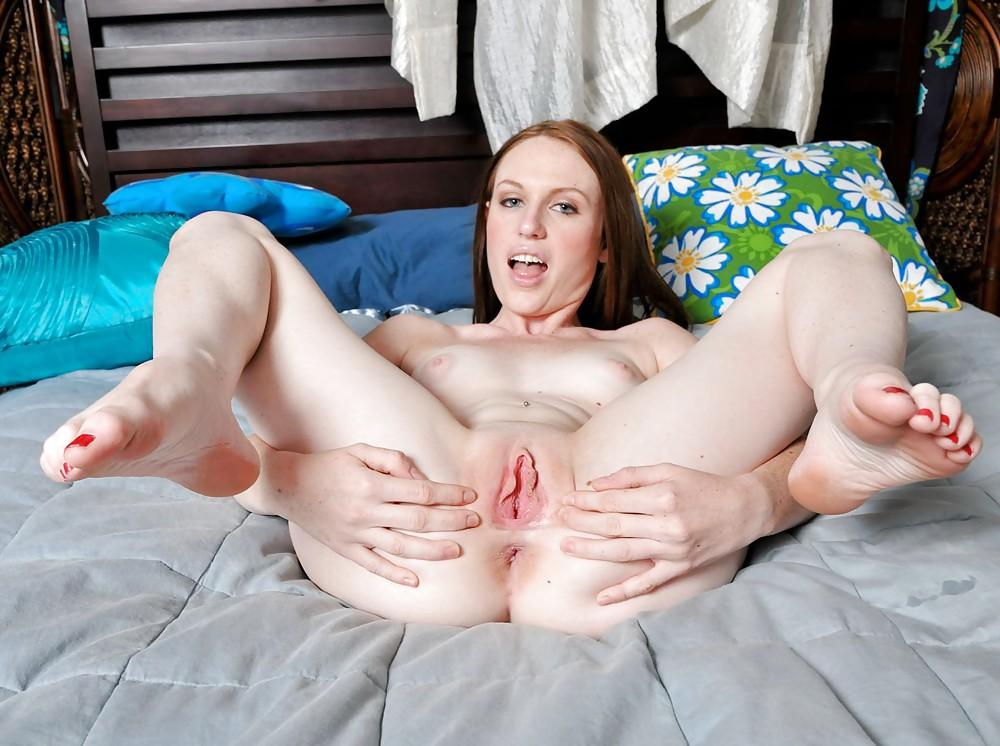 pale-porn-feet-girl-wearing