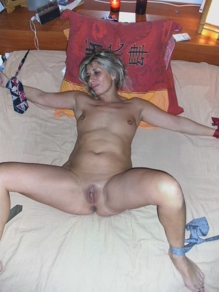 Milf Lisa Gets Fucked By A Dildo