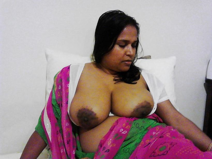 Cute lahore girlfriend big boobs show