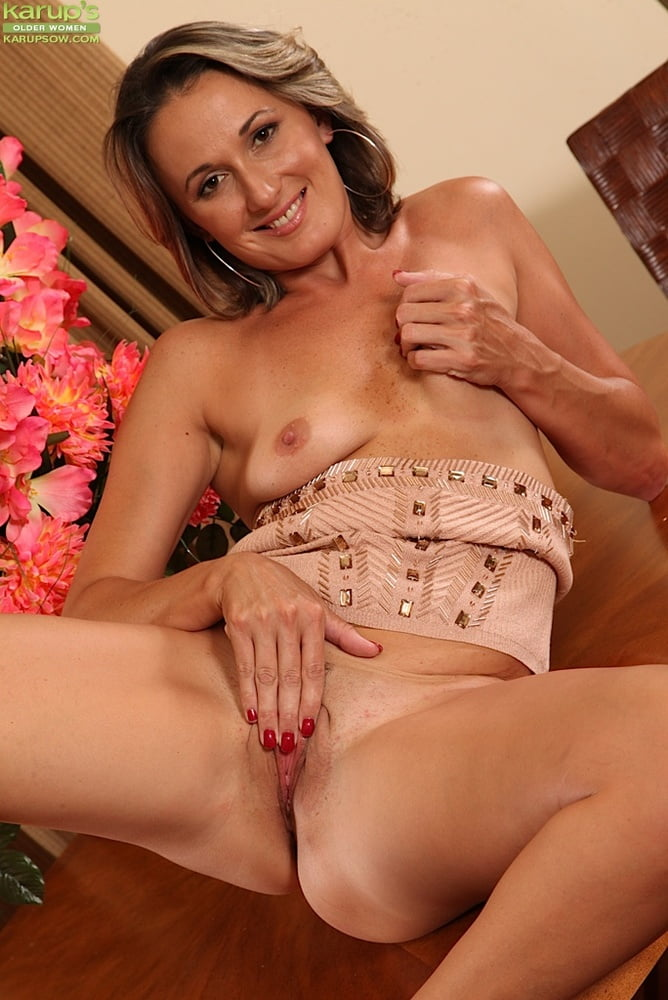 muffin-top-girls-pussy-chicks-touching-xxx