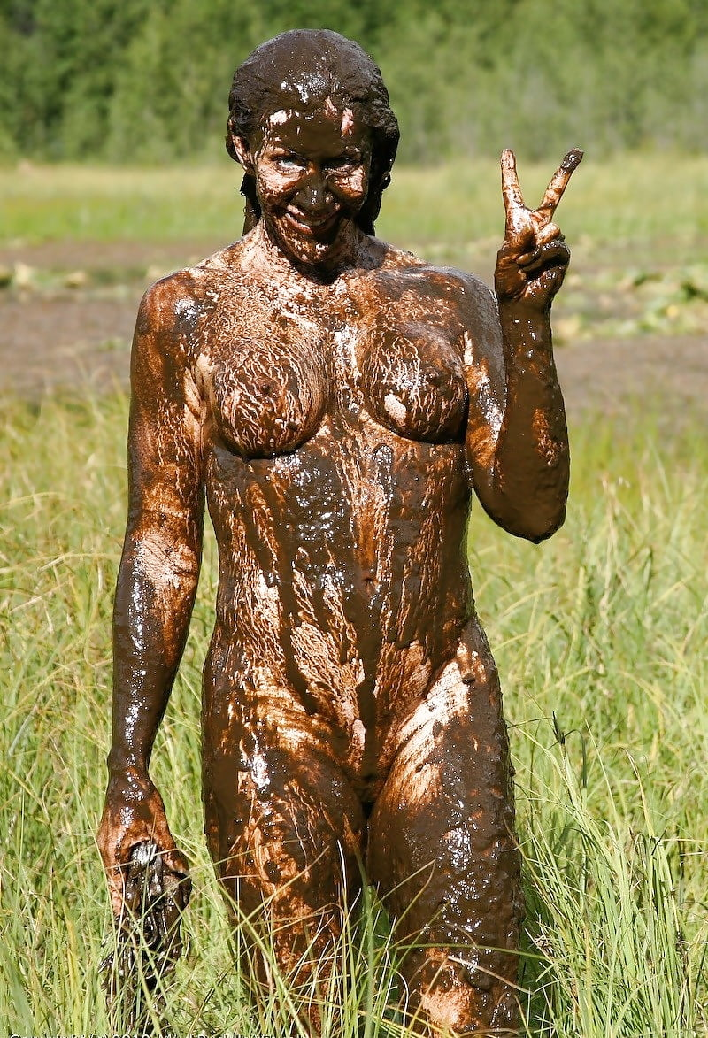 Curvy Girl Gets Naked And Plays In The Mud