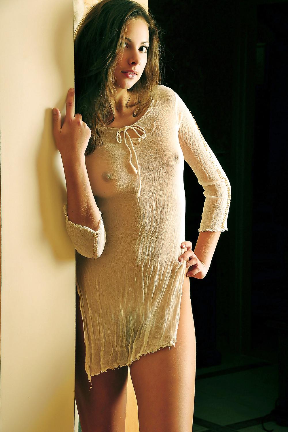 порно девушки в прозрачных одеждах уснул мечтах