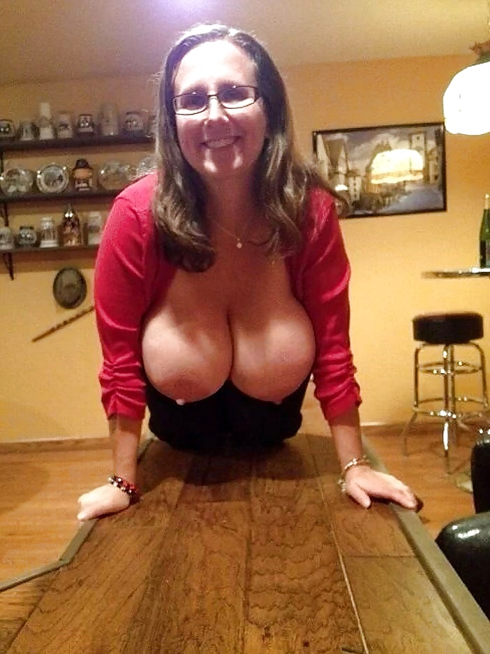 Mom showing me her tits