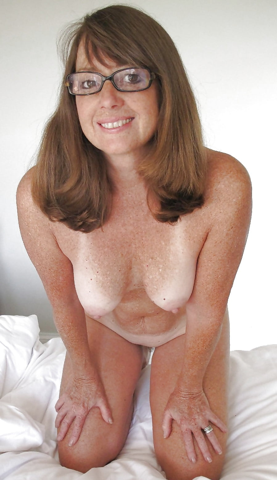 mature-glasses-naked-sperm-hiv-wash