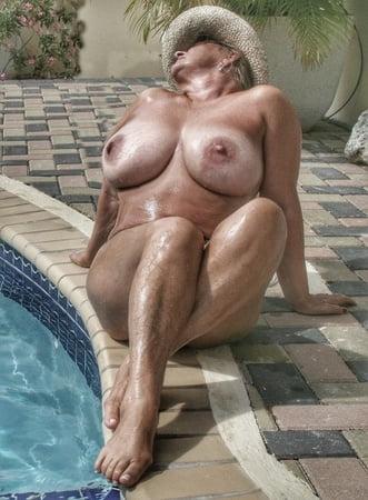 Ebony in bikini nude
