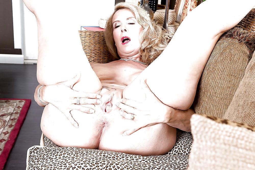Laura layne nude, jennifer carpender nude