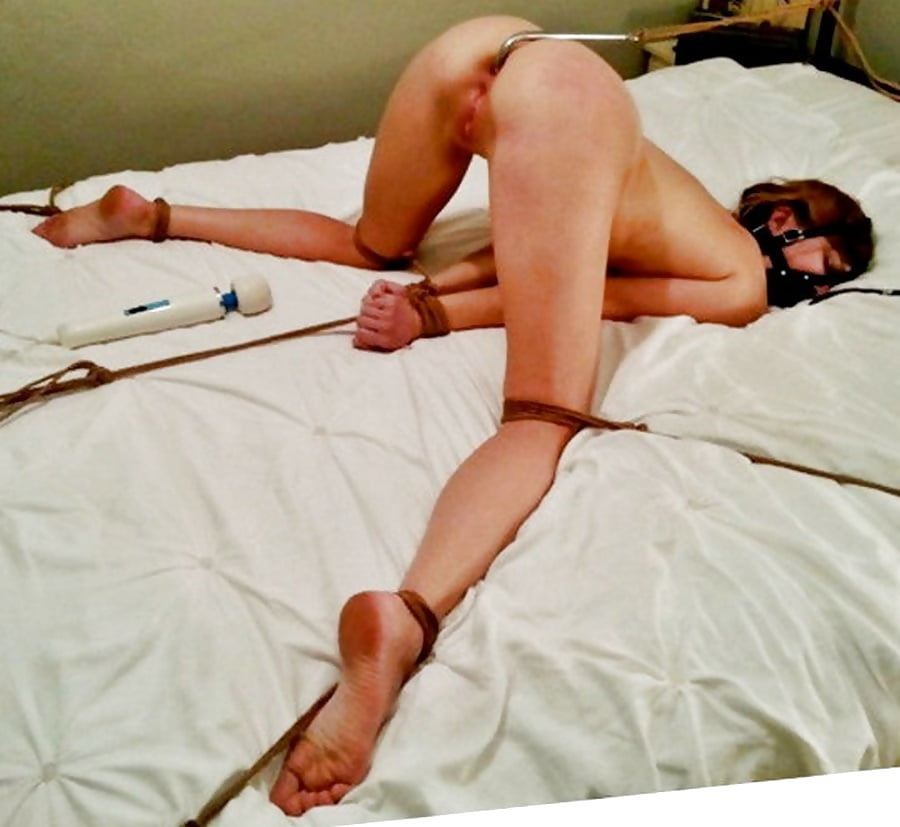 Порно фото привязанных к кровати, порят баб видео