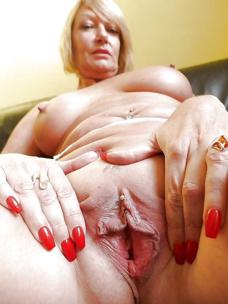 Wet mom pussy, sex mom flash