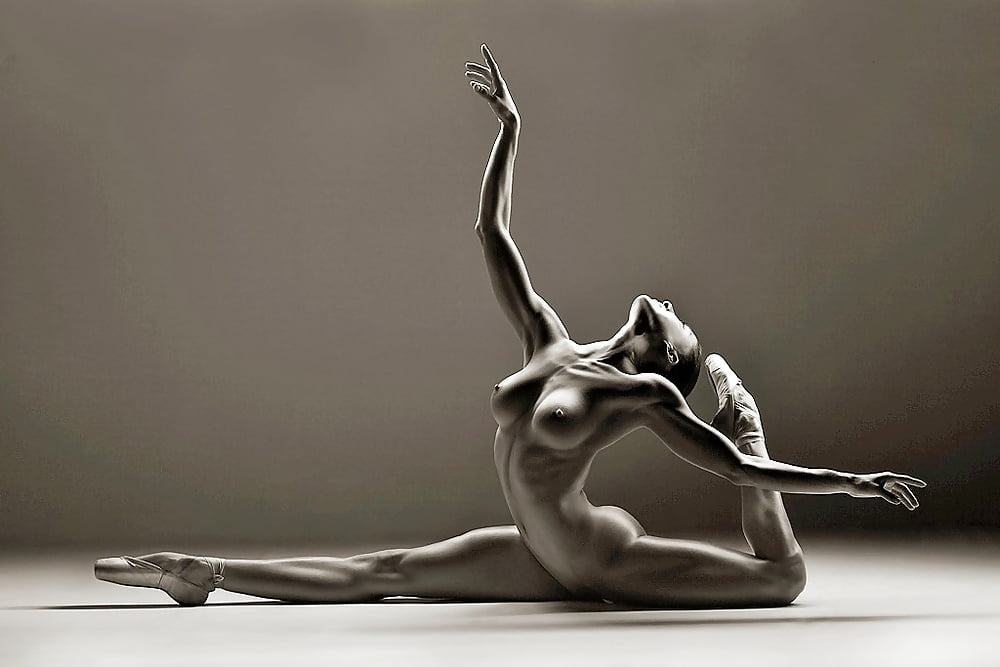 Nude ballerina black and white