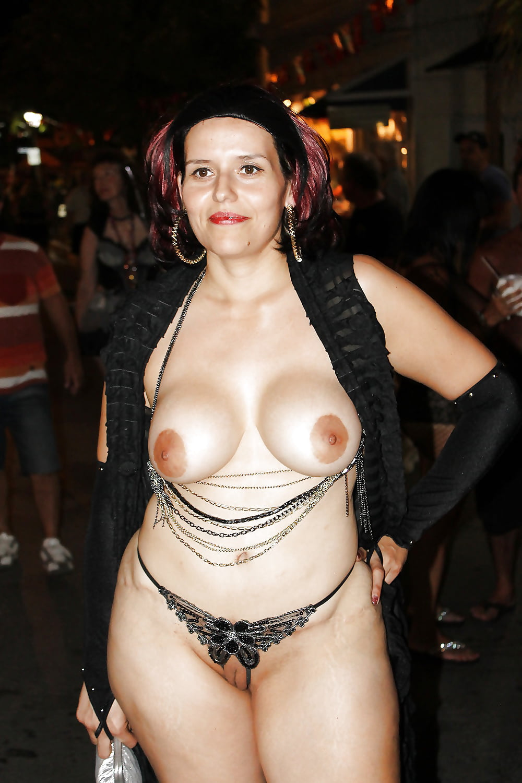 Topless titie dance mature