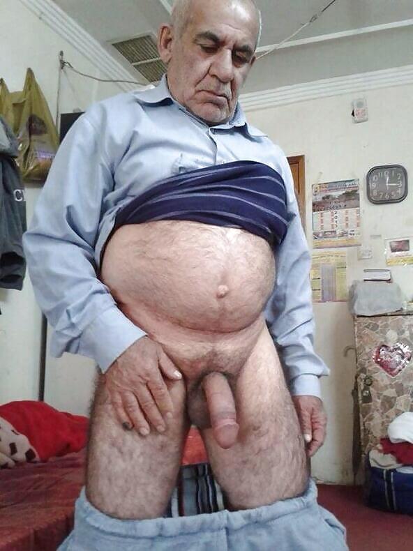 porno-video-vonyuchiy-chlen-starika-devushka-konchila-po-polnoy