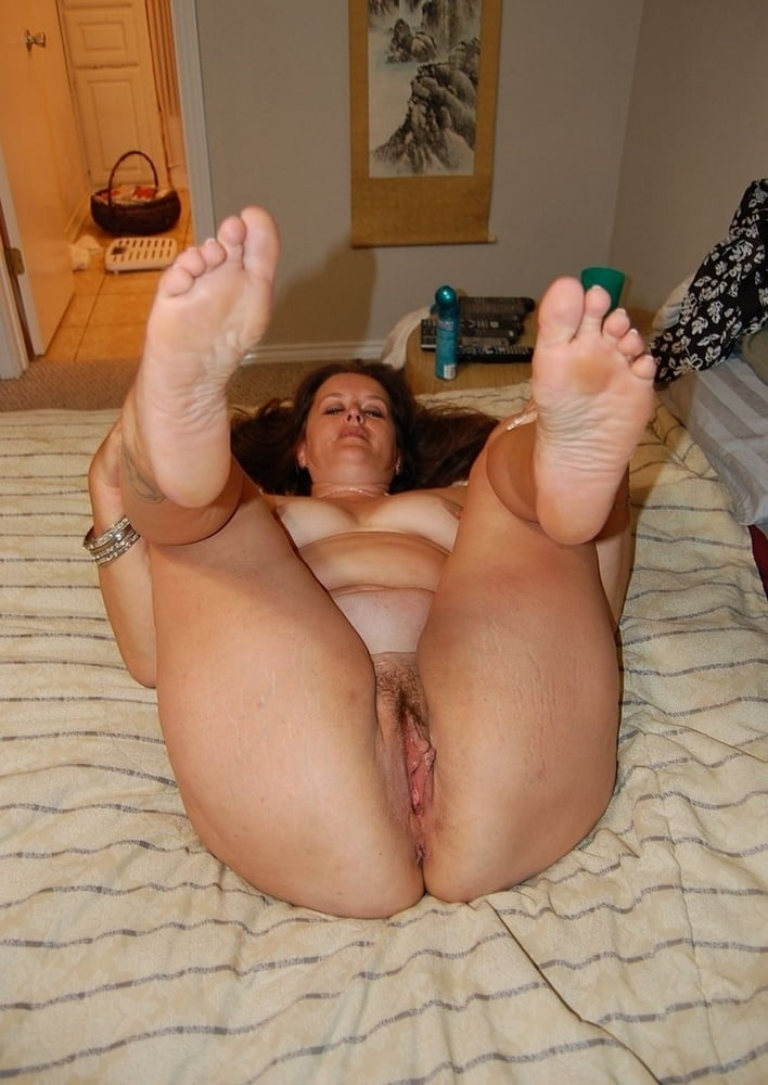 sexy-fat-girl-naked-with-legs-spread