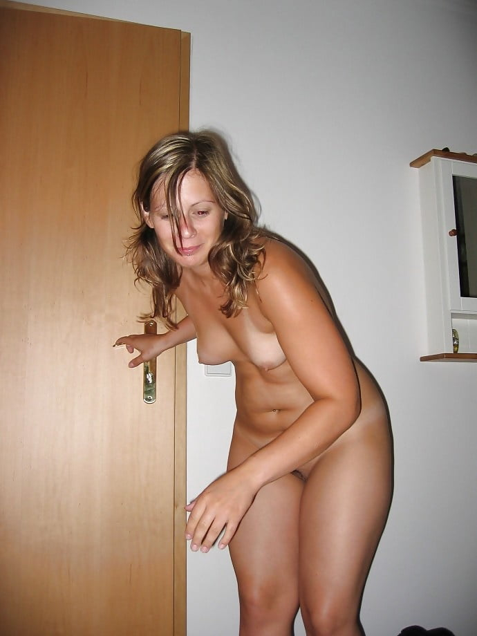 Surprised nude wife — pic 7