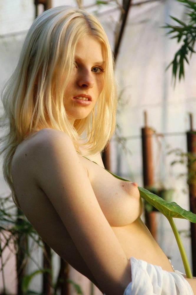 Beautiful Blondes Beyond Belief - 99 Pics